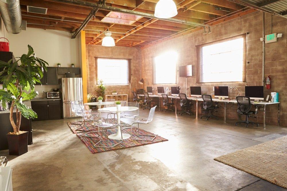 Nieuwe eetkamerstoelen in kantoor